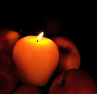 Apple Beeswax Candle W Organic Wick